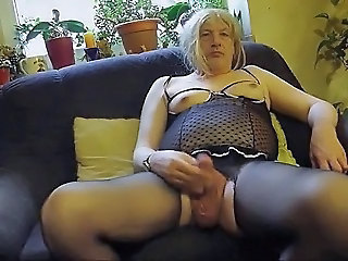 Crossdresser cum out..