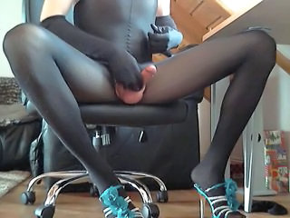 first tease nylonlegs638