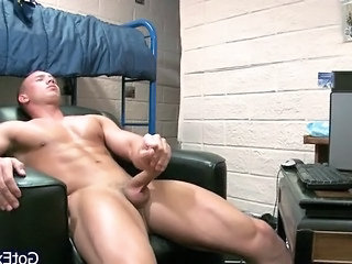Muscled Dude Wanking His Jizzster Part4