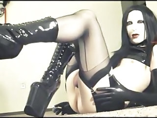 crossdresser - horny and gothic