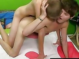 Videos from jizzgaysex.com
